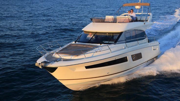 BoatTest.com reviews the Prestige 450