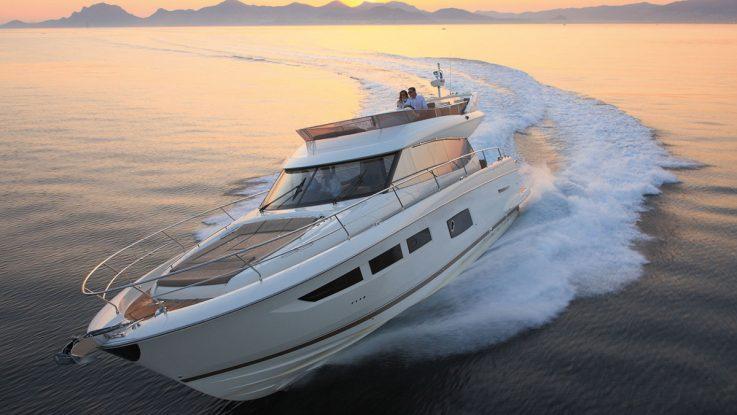 Trade a Boat reviews the new Prestige 550