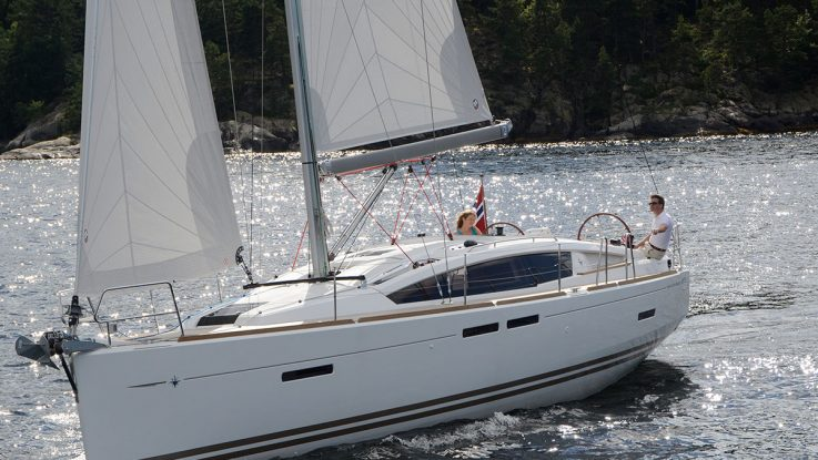 Review of the new Jeanneau 41 Deck Saloon